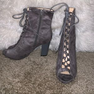 Chase & Chloe grey lace-up booties
